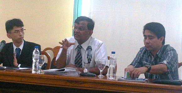Mr. Kentaro Yamane of the Embassy of Japan, Dr. Ancha Srinivasan, Principal Climate Change Specialist of ADB and Mr. Alexis Lapis of the Climate Change Commission (from left to right) during the kick off meeting of the TA on Climate Resilience and Green Growth in Critical Watersheds held in Mabini Hall, Malacanan, Manila.