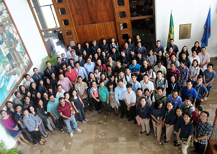 GB members from Brunei, Cambodia, Singapore, and Timor-Leste and the representative the Thai GB member join SEARCA staff and scholars for a souvenir photo during their visit to the Center's headquarters on 19 November 2014.