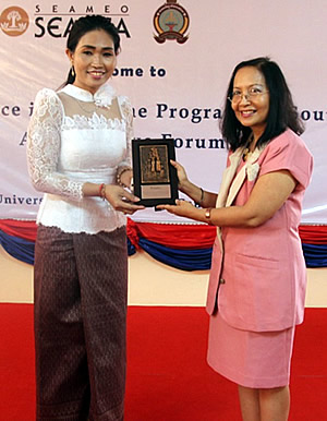 Dr. Maria Celeste H. Cadiz (right) hands SEARCA's institutional gift to UBB Rector Sieng Emtotim (left).