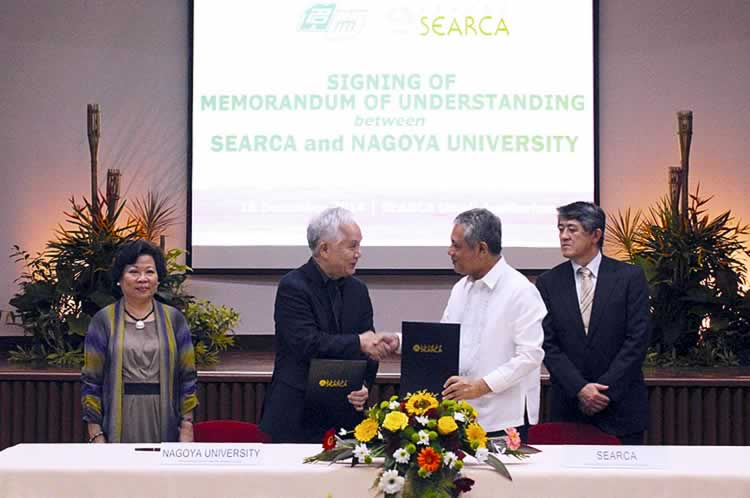 Dr. Gil C. Saguiguit, Jr. (second from right), SEARCA Director, and Dr. Michinari Hamaguchi, NU President, shake hands after signing the MOU. Looking on are Dr. Virginia R. Cardenas (leftmost), SEARCA Deputy Director for Administration, and Dr. Akira Yamauchi (rightmost), Director of NU's International Cooperation Center for Agricultural Education.