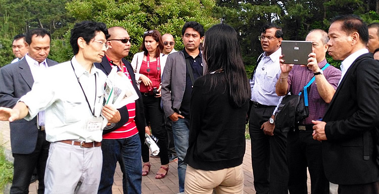 Philippine delegation visits the Forest Soil Erosion Control Project in Kawasaki.