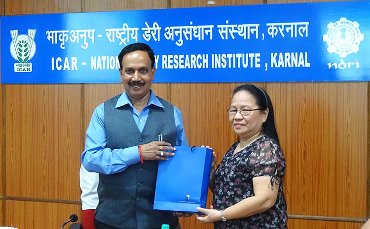 Dr. A. K. Srivastava (left), Director and Vice-Chancellor of ICAR-NDRI in Karnal, receives a token of appreciation from PCC through Dr. Annabelle Sarabia, PCC Chief of Operations.