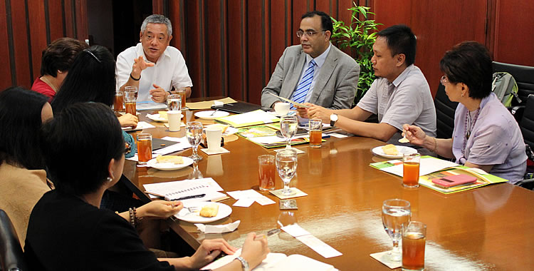 Dr. Gil C. Saguiguit, Jr., SEARCA Director (Center) discussing with Dr. Shahbaz Khan (Third from right), Mr. Hussein Macarambom (Second from right), and Dr. Olivia Castillo (rightmost) common points of interest that SEARCA and the UNESCO Regional Science Bureau could jointly work on.