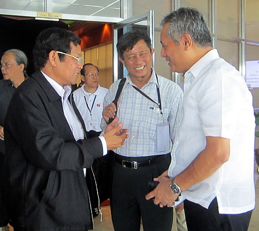 Minister Myint Hlaing (left) thanks Dr. Saguiguit (right) for SEARCA's efforts to develop human resources in Myanmar's agriculture sector. Looking on is Dr. Tin Htut (center), Permanent Secretary of MOAI, who coordinates the seven departments under the Ministry and assists the Minister in managing the MOAI.
