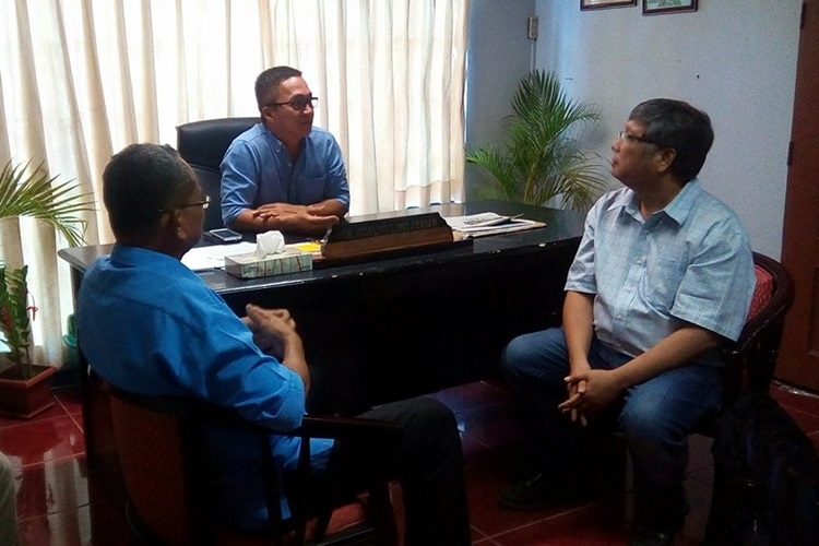Mr. Elmer Cobarrubias, Municipal Agriculturist, Mayor Joselito Malabanan, and Prof. Rolando T. Bello discussing about the commitment of the LGU in the ISARD project