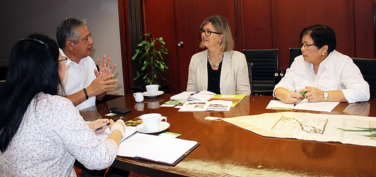 Dr. Saguiguit (second from left) relates to Ms. Mellissa Wood (second from right), ACIAR General Manager for Global Programs, SEARCA's research collaboration with ACIAR spanning two decades. Looking on are Dr. Bessie M. Burgos (leftmost), SEARCA Program Head for Research and Development, and Ms. Cecilia O. Honrado, Country of ACIAR in the Philippines.