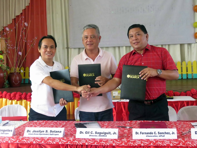 Dr. Neil G. Angeles, Assistant Schools Division Superintendent of Laguna (left), Dr. Gil C. Saguiguit, Jr., SEARCA Director (center) and Dr. Fernando C. Sanchez, Jr., UPLB Chancellor (right) showing the signed tripartite Memorandum of Agreement, which signaled the culmination of the Project Phase II.
