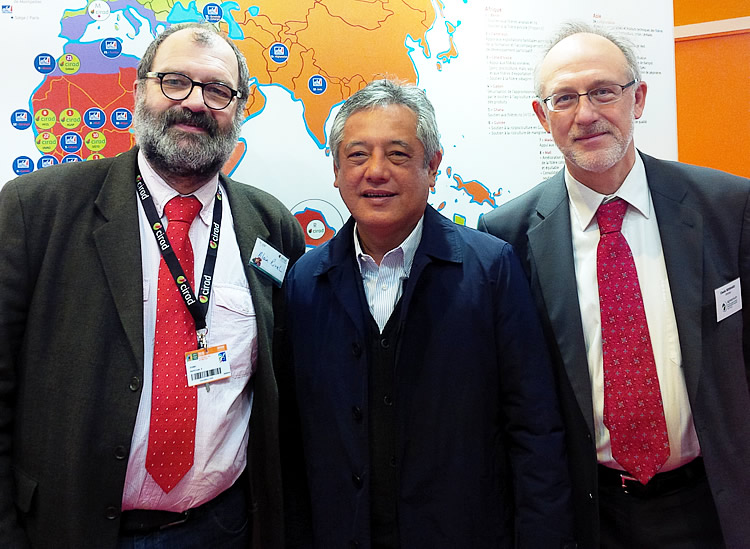 SEARCA Director Dr. Gil C. Saguiguit, Jr. (center) is flanked by IAVFF-Agreenium Director Dr. Claude Bernhard on his left and Dr. Alain Rival of CIRAD at the Paris International Agricultural Fair on 3 March 2016.