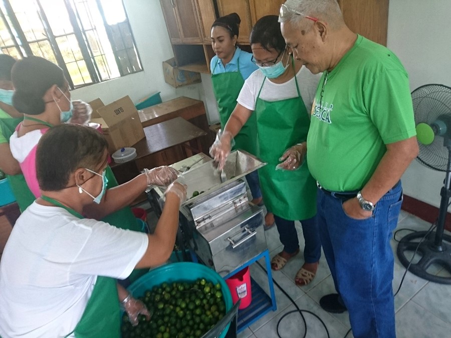 ISARD farmers showcase skills in calamansi processing