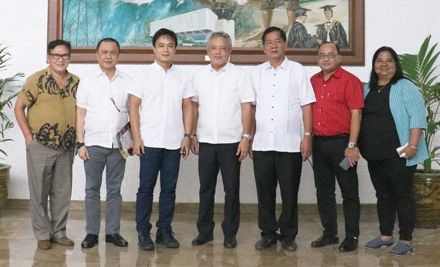 Dr. Saguiguit (center) flanked by Governor Hernandez (on his left) and Los Baños Mayor Cesar Perez (on his right) along with other local government officials of Laguna, Philippines