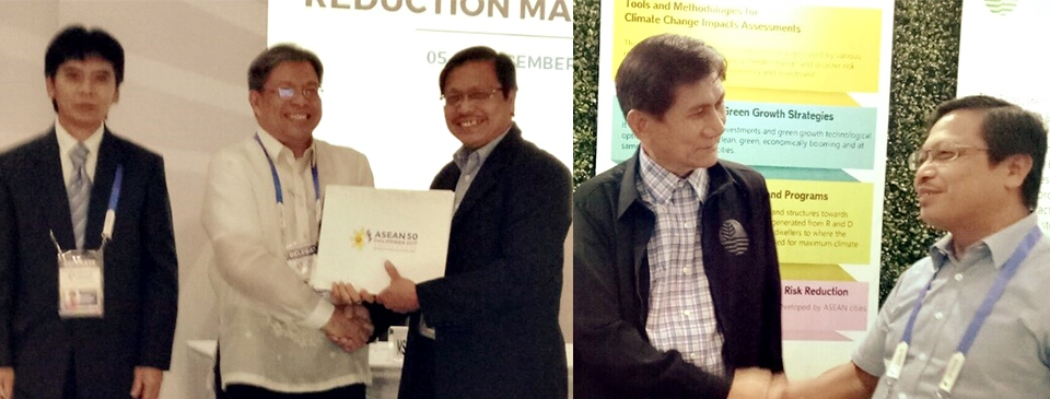 Dr. Lope B. Santos III of SEARCA receives Certificate of Appreciation from Environmental Research and Development Bureau (left photo), and meets Secretary Roy A. Cimatu, Department of Environment and Natural Resources (right photo) during the ASEAN Forum on Urban Resilience on Climate Change and Disaster Risks Reduction Strategies held on 5-7 December 2017 in Laoag City, Ilocos Norte, Philippines.