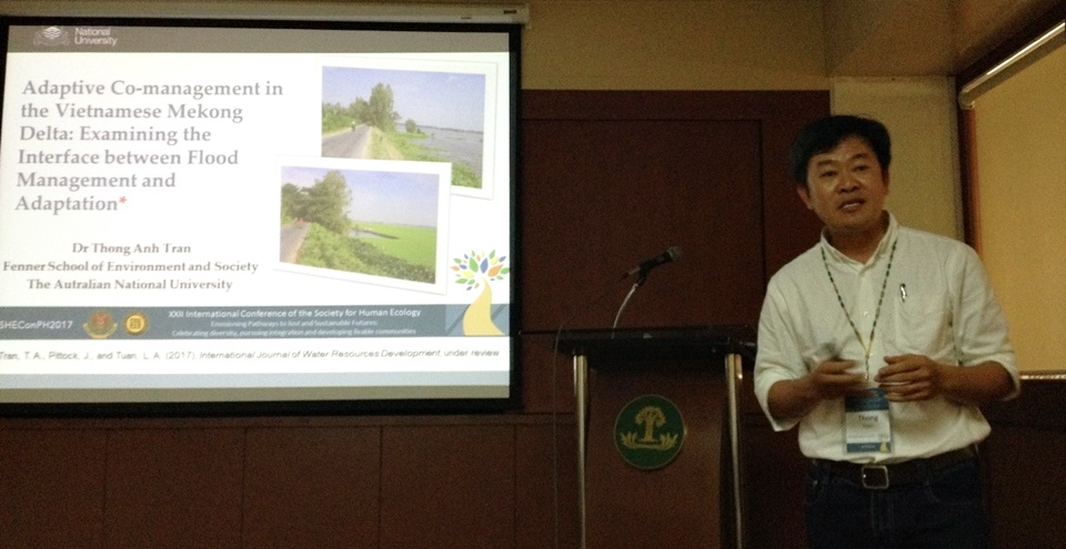 Dr. Thong Anh Tran presenting his paper 'Adaptive co-management in the Vietnamese Mekong Delta: Examining the interface between flood management and adaptation.'