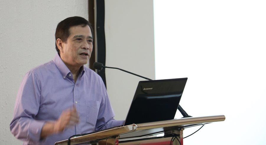 "Mr. Alex Buenaventura, President of the Land Bank of the Philippines, presents the ""corporative"" business model."