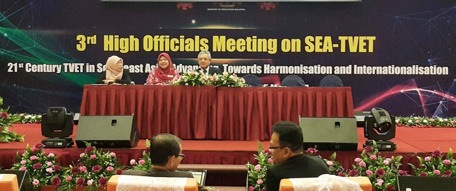 Dr Gil C. Saguiguit, Jr. (right), SEARCA Director, joined Datin Dr. Yasmin Hussain (center), Center Director, SEAMEO Special Education (SEN); and Ms. Hajah Noorzainab Abdulladi (left), Acting Director, SEAMEO VOCTECH, during the presentation of concept proposals at the 3rd High Officials Meeting on SEA-TVET.