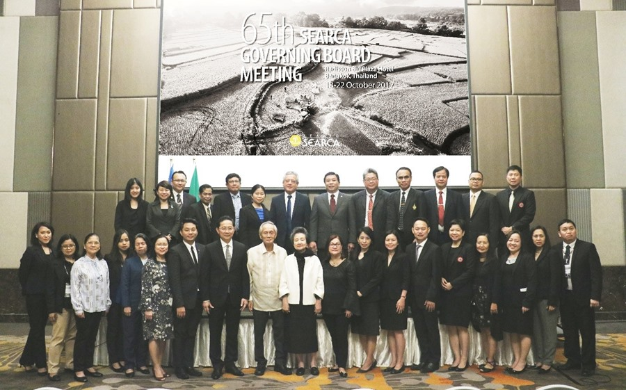 SEARCA Governing Board (GB) members, together with the Center's partners, and graduate scholars and alumni joined the opening ceremony of the 65th SEARCA GB Meeting held at the Radisson Blu Plaza Bangkok on 19–20 October 2017.