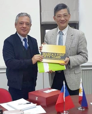 SEARCA Director Gil C. Saguiguit Jr. presents to Dr. Chung-hsiu Hung, Director General for international Affairs of Taiwan's COA Executive Yuan, a copy of 'SEARCA's Fifty Years: Pushing the Frontiers of Agricultural and Rural Development' at their meeting in Taipei.