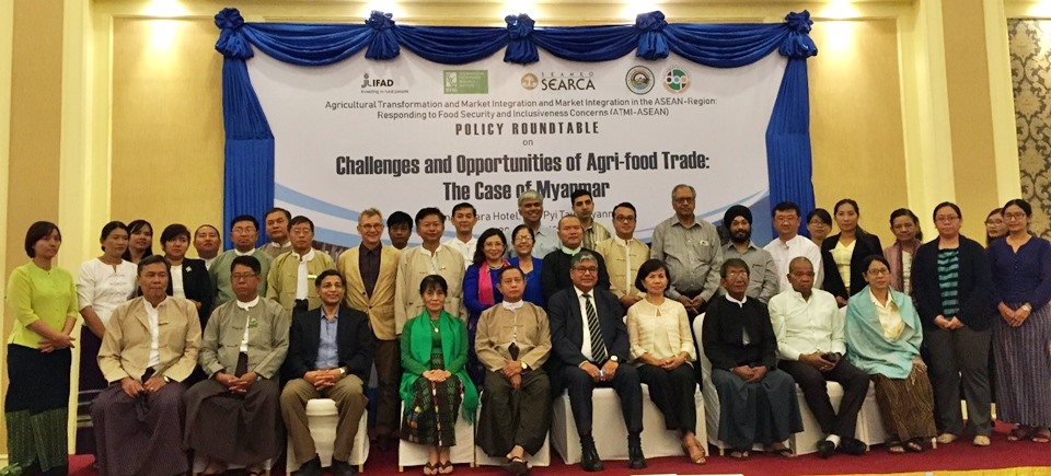 MOALI Permanent Secretary Dr. Tin Htut (seated, center) with the Myanmar Technical Working Group, representatives from the public and private sectors, academe, research institutions, farmers' organization, IFPRI and SEARCA