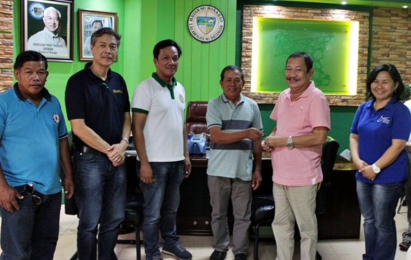 SEARCA and PCC officials and staff together with Mr. Hilarion Marasigan (center), Chair of RODRA, and Hon. Manuel B. Alvarez (third from right), Mayor of Rosario, Batangas, pose for a souvenir photo as Rosario Dairy Raisers' Association receives the key of one unit of motorcycle with sidecar on 14 March 2018 in the municipal hall of Rosario, Batangas.