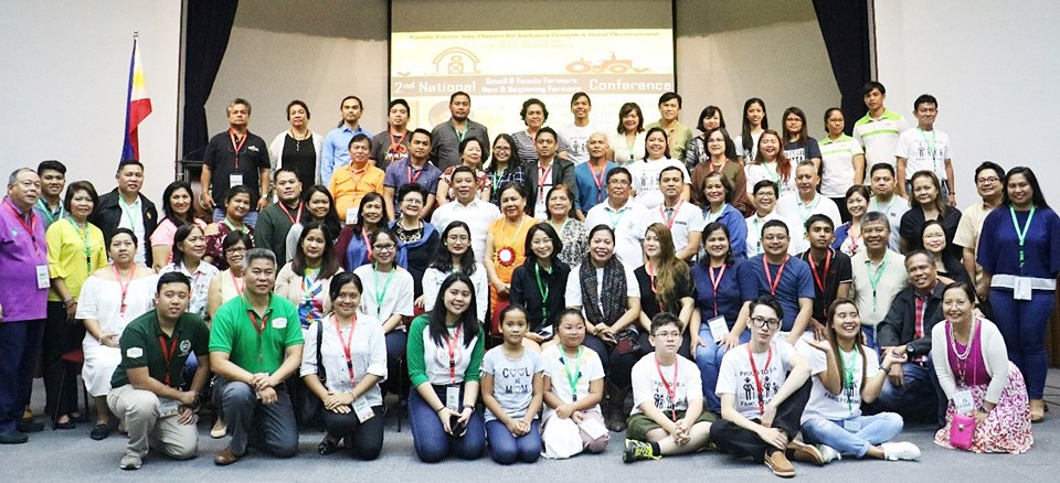 Senator Villar poses with the conference participants and organizers.