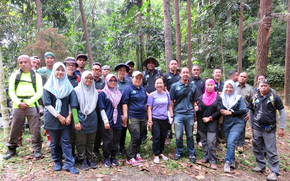 SEARCA, the project team, and members of the Tampik Janda Baik Eco-Forest visiting the project site Ulu Tampik, Lentang Forest Reserve.