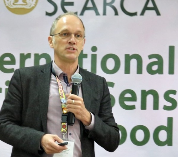 Dr. Marco Wopereis presenting his paper on 'Mobilizing the Nutritional Power of Vegetables.'