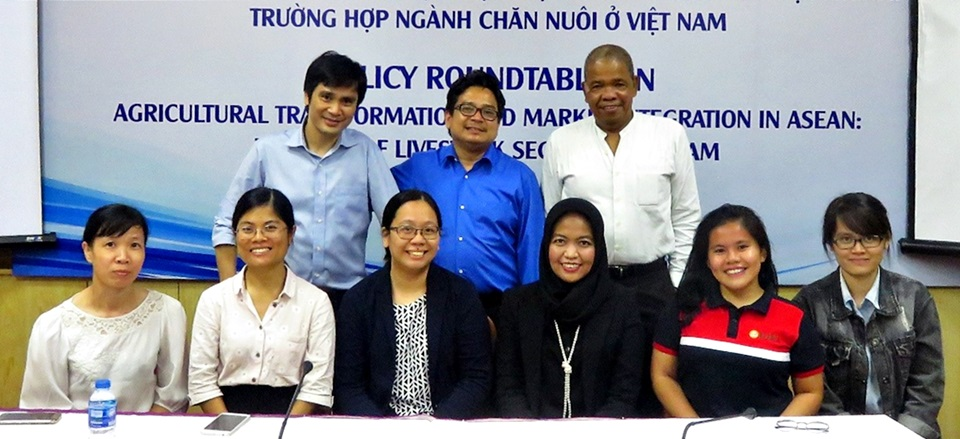 Standing (from left to right): Dr. Tran Cong Thang, Dr. Pedcris M. Orencio, and Mr. Jimmy B. Williams; Sitting (from left to right): Ms. Tran Thi Le Thuy, Administrator, CAP, IPSARD; Ms. Le Thi Ha Lien, Vice Director, CAP, IPSARD; Ms. Bernice Anne C. Darvin, Project Associate, RDD, SEARCA; Ms. Aniq Fadhillah, Policy Facilitator, IFPRI; Ms. Loise Ann M. Carandang, Project Assistant, RDD, SEARCA; and Ms. Tran Thi Huong Giang, Associate Researcher, CAP, IPSARD