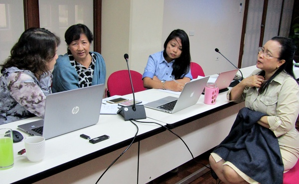 The technical experts work on their detailed workplan and activities. (From L-R): Dr. Filomena C. Sta. Cruz (Virologist), Dr. Edna Aguilar (Project Leader), Ms. Cherry Ann A. Osorio (M&E Field Officer, MinSCAT) and Dr. Bessie M. Burgos (Technical Advisor for Research and Development, SEARCA).