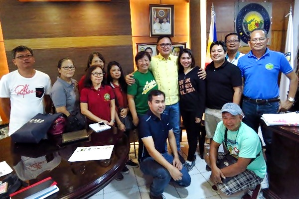 Courtesy call with Mayor Joselito Malabanan of the municipality of Victoria in Oriental Mindoro.