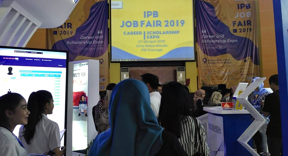 Scholars represent SEARCA in IPB Scholarship Expo