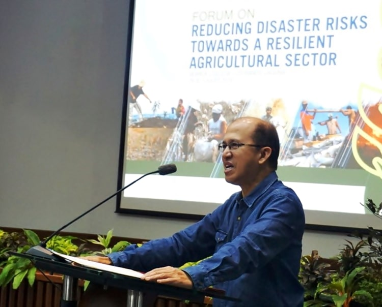 Dr. Glenn B. Gregorio, SEARCA Director, raises the need for building a resilient agricultural and rural landscape in the country during his opening remarks.