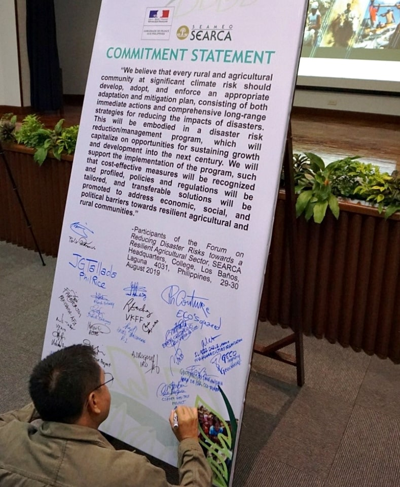 Participants sign  the Commitment Statement as their pledge to promote PH agricultural resiliency.