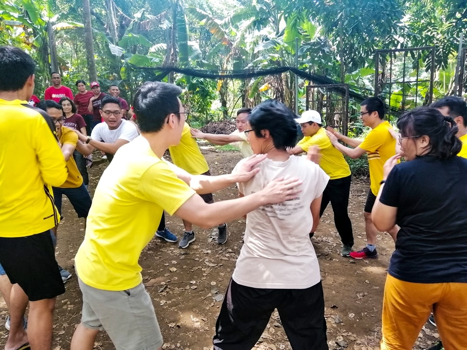 Clap and Tap. Yellow Team won by one second ahead of Green Champs.
