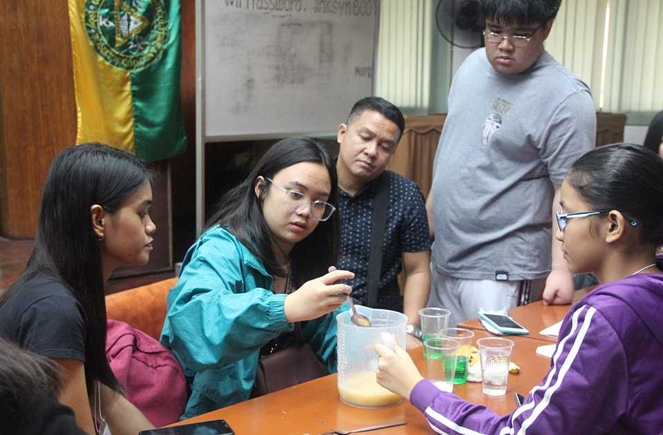 Students perform the DNA extraction exercise at the UPLB-Institute of Plant Breeding (UPLB-IPB)