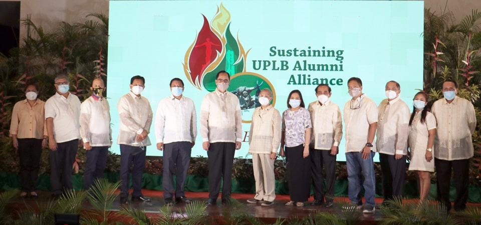 Dr. Glenn B. Gregorio (third from the left), SEARCA Director; Philippine Department of Agriculture Secretary William D. Dar (center); and Dr. Fernando C. Sanchez, Jr. (fifth from the left), UPLB Chancellor and Philippine Representative to SEARCA's Governing Board, together with other UPLB officials.