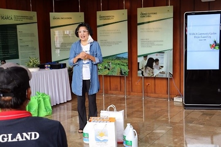Ms. Cristina Sison of HAND Philippines talked about her organization's advocacy and how they would like to help the Bayog aster farming families being assisted by SEARCA.