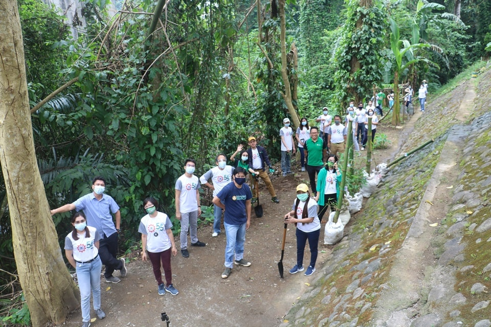 SEARCA officials, staff, and scholars have finished planting 10 Taiwan bamboo within the Center's complex along the bank of Molawin Creek in Los Baños, Laguna, Phiippines.