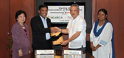 Dr. Gil C. Saguiguit, Jr. (second from right), SEARCA Director, and Dr. Cecep Effendi (second from left), Director General, Centre on Integrated Rural Development for Asia and the Pacific, signed a Memorandum of Understanding (MOU) to cooperate on education, training, and research objectives on 2 July 2014 at SEARCA. The MOU signing was witnessed by Dr. Virginia R. Cardenas (left), SEARCA Deputy Director for Administration, and Dr. Vasanthi Rajendran (right), CIRDAP Training Director.