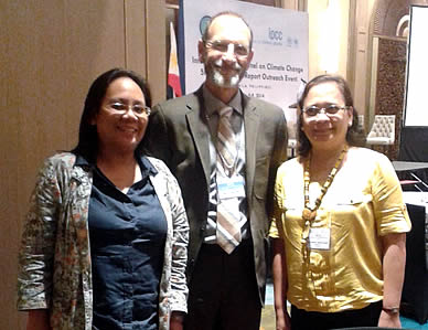 Prof. Christopher Field, Co-Chair of the IPCC Working Group II (center), with Pilipinas M. Luis (left) and Rosario B. Bantayan (right) of SEARCA.
