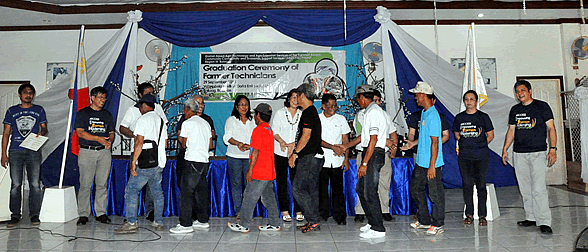 DAR Officials, together with ARCCESS Bulacan consultants and SEARCA representatives, award certificates of completion to graduates from Maligaya Agricultural Marketing Cooperative during Graduation Ceremony of Farmer Technicians under the ARCCESS project on 29 September 2014 at Valenzuela Pavillon, Doña Enriqueta Subdivision, Baliuag, Bulacan.