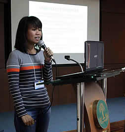 Ms. Rita dela Cruz, Assistant Division Chief, Applied Communication of DA-BAR, presents the workshop outputs (blog) of each group during the training on Knowledge Sharing for Your Work: Techniques and Tools for Project KM.