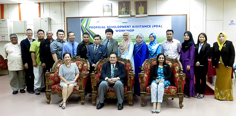 Participants of the PDA workshop held at the Forestry Training Division, Forestry Department Peninsular Malaysia Headquarters, Kepong, Kuala Lumpur, Malaysia on 11-13 August 2015.  Seating in front (L-R) are Ms. Amy Lecciones, Regional Coordinator of the ASEAN Forestry Network Strategic Response Fund (ASRF), Mr. Borhanudin Arshad and Ms. Chitra Subramaniam of the Biodiversity and Forest Management Division, Ministry of Natural Resources and Environment.