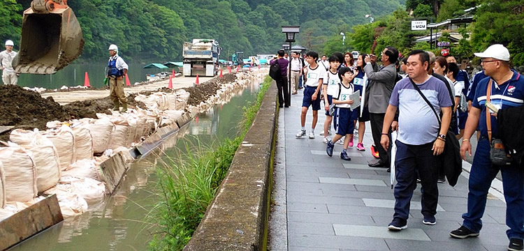 Philippine delegation observes some activities of the Riverbasin Management and Ecotourism in Kyoto project.