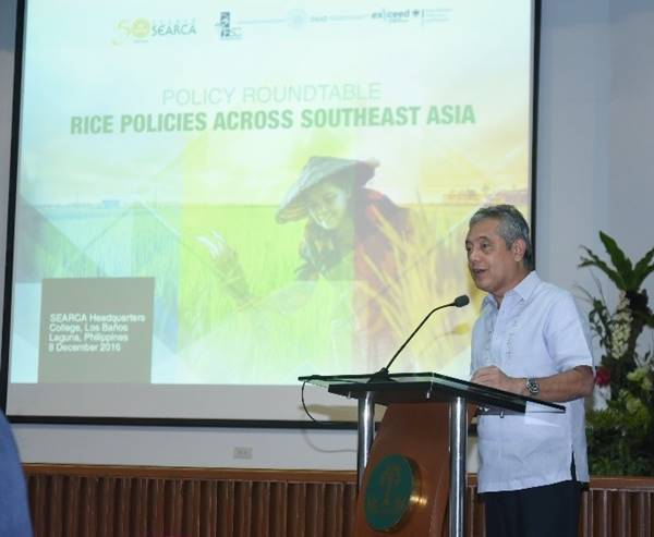 SEARCA Director Dr. Gil C. Saguiguit, Jr. delivering his welcome remarks