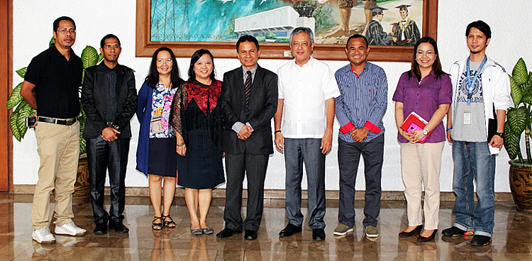 His Excellency Juvencio De Jesus Martins, Ambassador of the Democratic Republic of Timor-Leste (center) visited SEARCA on 26 February 2016 together with Mr. Vasco Viano, Education Attaché at the Embassy of Timor-Leste (second from left). They were received by Dr. Gil C. Saguiguit, Jr., SEARCA Director (fourth from right); Dr. Maria Celeste H. Cadiz, Program Head, Knowledge Management Department (third from left); Dr. Maria Cristeta N. Cuaresma, Program Head, Graduate Education and Institutional Development Department (GEIDD) (fourth from left); Mr. Henry M. Custodio, Program Specialist, Research and Development Department (RDD) (rightmost); and Ms. Nancy L. De Leon, Program Specialist, Project Development and Technical Services (PDTS) (second from right). Also present during the visit were Timorese SEARCA scholars, namely: Mr. Nelson Salsilha (leftmost) and Mr. Carlito Malicode (third from right).