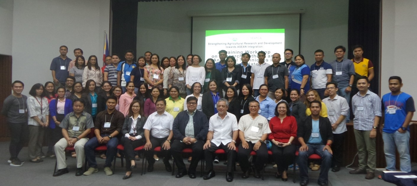 Group Photo from the Training Workshop on Research Methods and Analytical Techniques in Physical, Natural, and Social Sciences held on 29 September 2016. In the picture are Dr. Gil C. Saguguit, Jr., SEARCA Director (fourth from right); Dr. Nicomedes Eleazar, DA-BAR Director (center); Dr. Lope Santos III, SEARCA PDTS Program Specialist and OIC (fourth from left); Dr. Prudenciano U. Gordoncillo (third from right), Project Leader; the project team, resource persons, project assistants; and participants of the training from different RFOs and SUCs.