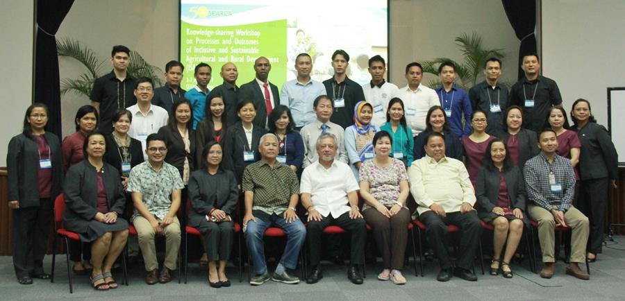 Workshop participants pose with SEARCA officials, organizers, and resource persons.
