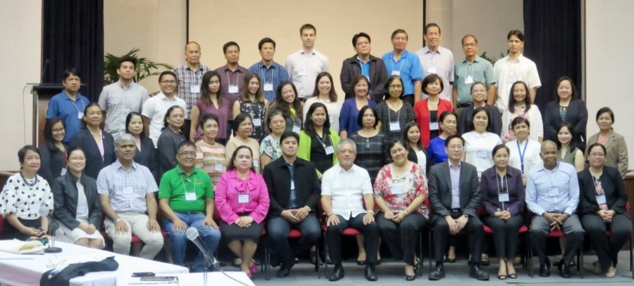 The participants of ATMI-Philippines Inception Workshop together with DA Assistant Secretary Leandro Gazmin (6th from left, first row), NEDA Assistant Secretary Dr. Mercedita Sombilla (5th from right, first row), SEARCA Director Dr. Gil Saguiguit, Jr. (6th from right first row), the Resource Speakers, and Officials and staff of SEARCA.