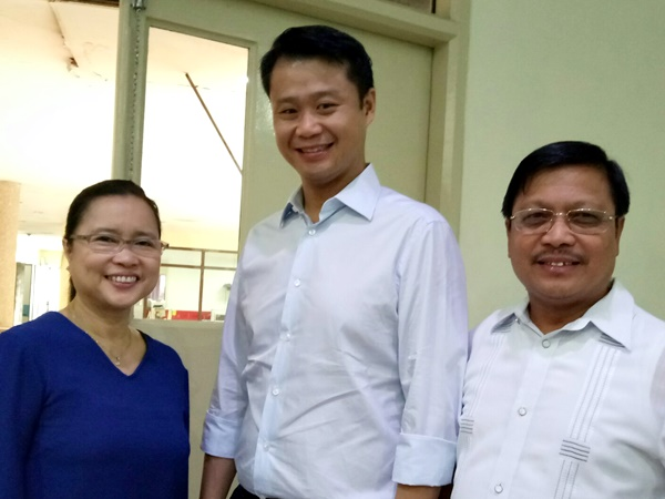 Dr. Lope B. Santos III (right), SEARCA Unit Head for Project Development and Technical Services, with Senator Gatchalian and Dr. Burgos, during the web series taping at the TVUP Studio in Diliman, Quezon City.