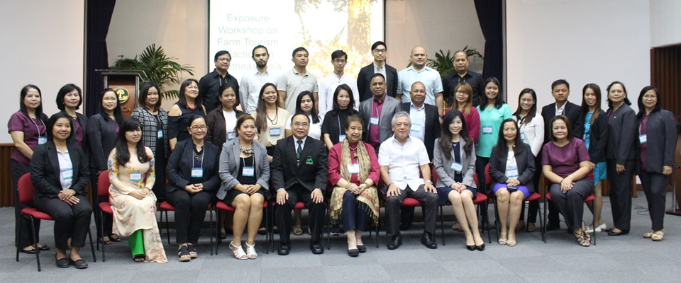 Dr. Gil C. Saguiguit, Jr., SEARCA Director, (front row, fourth from right) with farm tourism resource persons Dr. Mina T. Gabor, ISST President and Dr. Weerapon Thongma, Vice President of Maejo University, Chiang Mai, Thailand, to his right; other resource persons, participants, workshop management team; and SEARCA officials.
