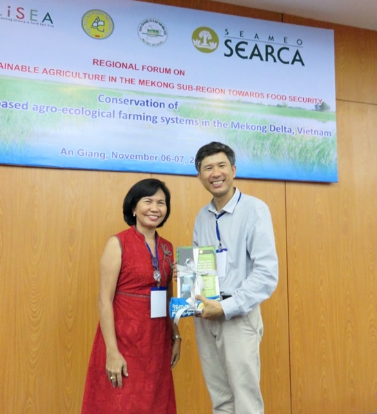 Ms. Rogel presents a set of SEARCA publications to Dr. Kien as token.